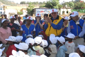 Rotarians show their enthusiasm for the fight against polio in Africa.