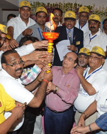 Rotarians in India join in passing one of the two polio eradication torches.