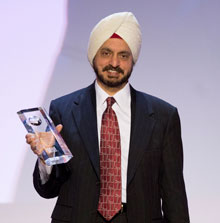 Dr. Harminder Singh Dua receives the 2012-13 Rotary Foundation Global Alumni Service to Humanity Award at the Rotary International Convention in Lisbon, Portugal. Photo by Monika Lozinska/Rotary International
