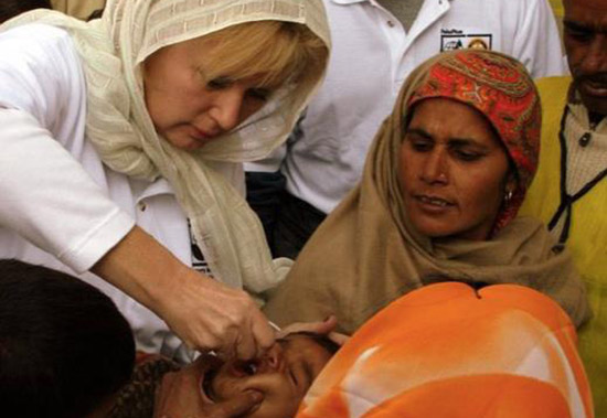 Karen Teichman administers the polio vaccine to a child in Uttar Pradesh, India.