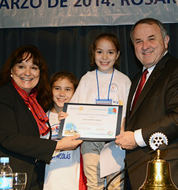 RI Director Celia Elena Cruz De Giay (left) and RI President Ron Burton present a certificate to Lucia Gomez Garcia during the Presidential New Generations Conference in Rosario, Argentina.