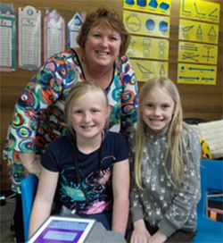 Vicki Rankin used funding from the Rotary Club of Florence, Oregon, USA, to introduce small-group workstations in her classroom at Siuslaw Elementary School.