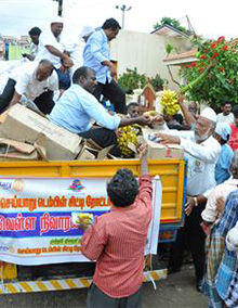 Rotary members in Tamil Nadu, India, disburse supplies to people affected by flooding.
