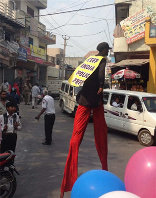 Stiltwalkers during the rally